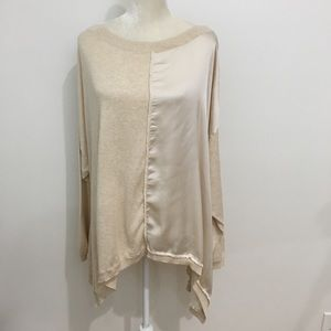 Missed material flows blouse oatmeal 2x